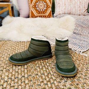 Sanuk green polar puffer jacket style slippers